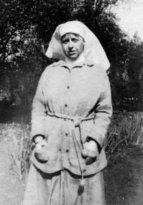 Edie in informal (but warm!) woolly cardigan. Taken in 1917